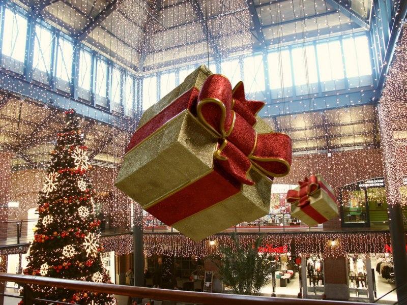 paquets cadeaux d corations de no l lyon vosta illumination. Black Bedroom Furniture Sets. Home Design Ideas